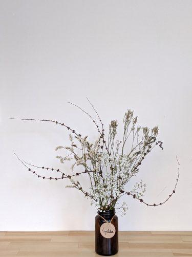 הליקה הזו מכילה חרדלית חומה ופרחים מיובשים בגוונים ניטרליים (גיבסנית ו/או לימוניום)