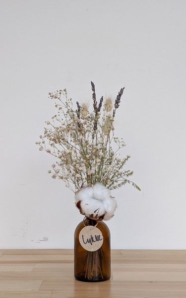 הליקה הזו מכילה פרחים מיובשים בגוונים טבעיים (גיבסנית ו/או לימוניום), זנבות ארנבת בצבע טבעי, לבנדר ופרח כותנה